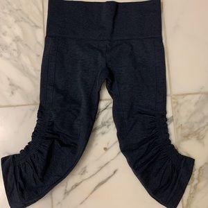 LULU LEMON adult leggings to knee. Size 8.